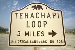 A monument sign from 1955 showing the Tehachapi Train Loop near Tehachapi California is the historic location of the Southern Paci Stock Images