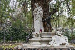 Monument som är hängiven till poeten Gustavo Adolfo Bcquer i Seville Royaltyfria Bilder