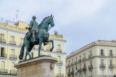 Monument som gör till kung Charles III, Puerta del Sol, Madrid royaltyfri bild
