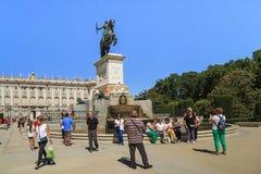Monument som gör till kung den Philip droppen, Madrid royaltyfri fotografi