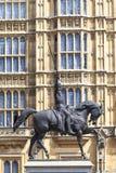 Monument som gör till kung Richard I Lionheart på hästen, slott av Westminster, London, Förenade kungariket, England Fotografering för Bildbyråer
