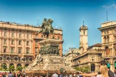 Monument som gör till kung Victor Emmanuel II, Piazza Duomo, Milan, Italien Arkivbilder
