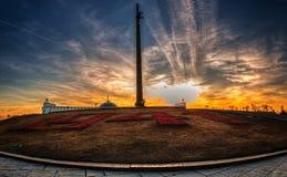 Monument sur la colline de Poklonnaya au coucher du soleil Images libres de droits