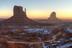 Monument-Tal Misty Sunrise Stockbild