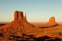 Monument-Tal-Nationalpark nahe Sonnenuntergang Stockfotos