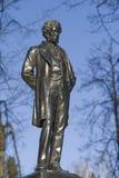 Monument till Alexander Pushkin i det Ostafyevo godset, Moskvaregion Fotografering för Bildbyråer