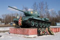 Monument till behållaren för ryss T-34 Arkivfoto