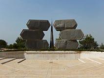MONUMENT TILL DE JUDISKA SOLDATERNA OCH PARTISORNA, YAD VASHEM, JERUSALEM Royaltyfri Fotografi