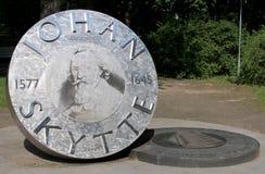 Monument till den första kanslern av universitetet av Tartu Joha Arkivbild