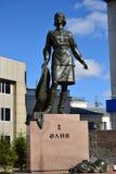 Monument till den kvinnliga krighjälten ALIA MOLDAGULOVA i Astana royaltyfria bilder