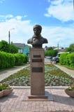 Monument till den ryska hjälten M Efremov på den Lenin fyrkanten i mitten av Tarusa, Kaluga region, Ryssland Arkivfoto