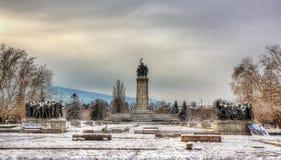 Monument till den sovjetiska armén på den Knyazheska gradinaen i Sofia Arkivbild