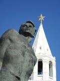 Monument till det Musa Jalil och Spasskaya tornet Royaltyfria Foton