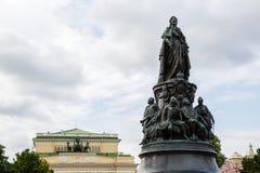 Monument till drottningen Ekaterina och hennes gunstlingar Arkivbilder