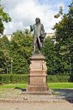 Monument till Emmanuel Kant. Kaliningrad (Koenigsberg för 1946), Ryssland arkivbilder