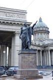 Monument till fältmarskalken Prince Mikhail Kutuzov arkivfoto