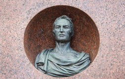 Monument till författaren och historiker Karamzin i Ulyanovsk royaltyfri fotografi