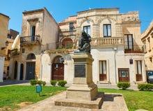 Monument till Fanfulla i Piazzetta Raimondello Orsini av Lecce Puglia Arkivfoton