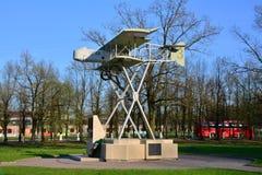 Monument till flygplanet Farman Gatchina St Petersburg, Ryssland Royaltyfri Foto