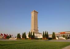 Monument till folkets hjältar på den Tiananmen fyrkanten, Peking, Kina Royaltyfri Fotografi