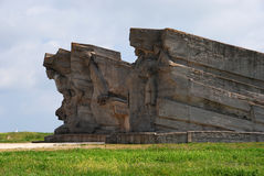 Monument till försvarare av det Adzhimushkay villebrådet som är etablerade på platsen av katakomber Arkivfoto