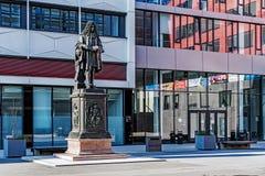 Monument till Gottfried Wilhelm Leibniz arkivfoton