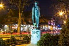 Monument till greven Wladyslaw Zamoyski på natten Arkivfoto