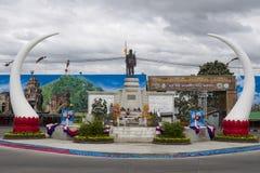 Monument till grundaren av Surin stadsPhaya Surin Phakdi si Narong Changwang i Surin, Thailand arkivbilder