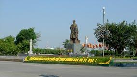 Monument till hjälten i den härliga eftermiddagen royaltyfri fotografi
