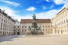 Monument till kejsaren Franz Joseph I i gästgivargårdderen Bourg i Wien, Österrike Arkivfoton