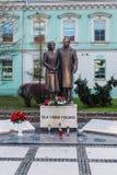 Monument till Lech Kaczynski royaltyfri foto