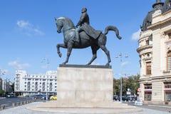Monument till lovsången första på revolutionfyrkanten i huvudstad av Rumänien - Bucharest fotografering för bildbyråer