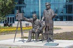 Monument till Lumiere bröder i Yekaterinburg, Ryssland Arkivfoton