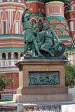 Monument till Minin och Pozharsky i Moscow Arkivfoto
