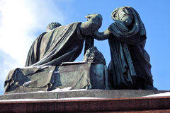 Monument till Minin och Pozharsky på den röda fyrkanten i Moskva Fotografering för Bildbyråer