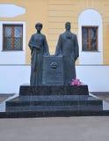 Monument till Nicholas Roerich och Helena Roerich moscow russia Fotografering för Bildbyråer