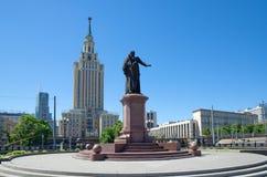 Monument till Pavel Melnikov på den Komsomolskaya fyrkanten i Moskva, Ryssland fotografering för bildbyråer