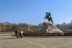 Monument till Peter det stort (bronsskickliga ryttaren) Arkivfoto