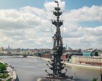 Monument till Peter det stort i Moskva på Moskvafloden Royaltyfria Bilder