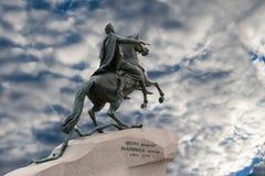 Monument till Peter det stort i St Petersburg Arkivbilder
