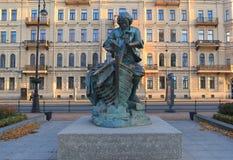 Monument till Peter I på snickaren för Amiralitetet invallningkonung petersburg russia st Arkivfoto