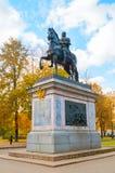 Monument till Peter I - rid- monument av Peter det stort framme av slotten för St Michael ` s i St Petersburg, Ryssland Arkivfoton
