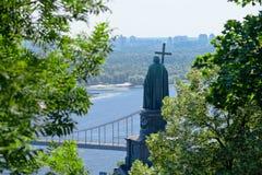 Monument till Prince Vladimir i Kiev royaltyfria foton