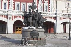 Monument till skaparna av ryska järnvägar i Moskva royaltyfria bilder