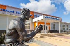 Monument till strongmanen Prokofiev Ryabov Panino Ryssland Royaltyfri Bild