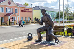 Monument till strongmanen Prokofiev Ryabov Panino Ryssland Arkivbilder