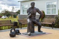 Monument till strongmanen Prokofiev Ryabov Panino Ryssland Royaltyfri Fotografi