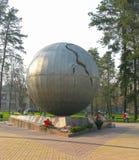Monument till Tjernobyl olycksoffer i Bryansk, Russiassia royaltyfria foton