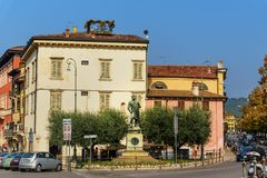 Monument till Umberto I i Verona italy fotografering för bildbyråer