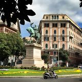 Monument till Victor Emmanuel II i Genua Italien Liguria piazza Corvetto Royaltyfria Bilder